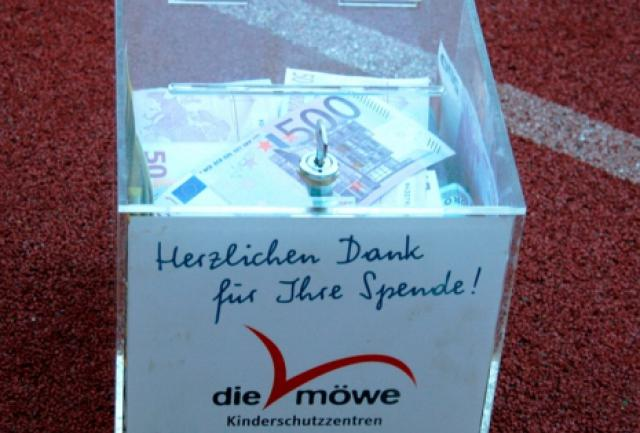 BMI prall gefüllte Spendenbox